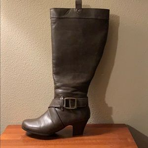 🎈SALE🎈Brown Knee High Boots Size 8W EUC